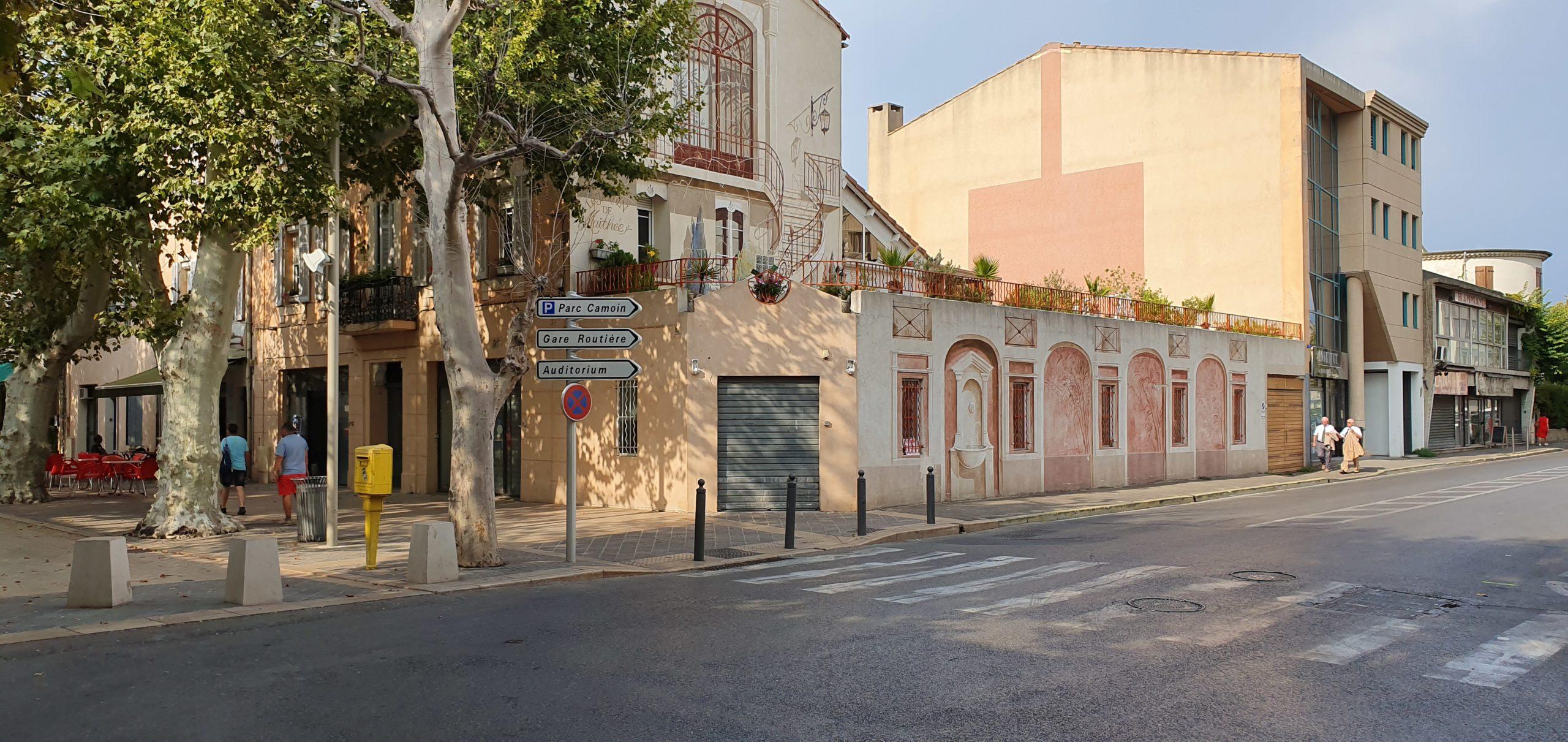 Marignane local commercial angle cours Mirabeau de 250 m2 en copropriété possibilité de passer à 469 m2 me consulter à