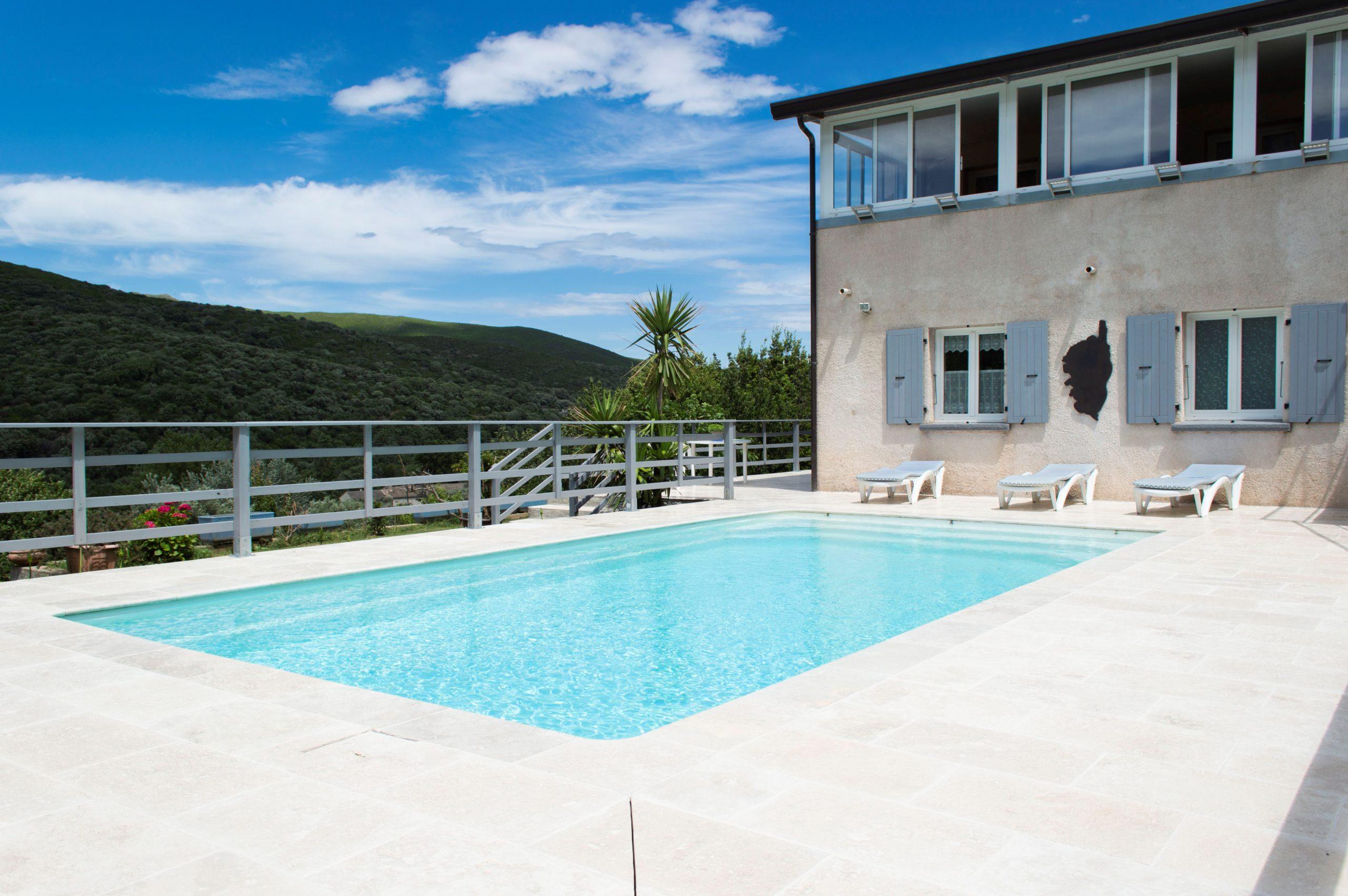 LURI CAP CORSE villa de 190 m2 composée de deux appartement de type 4 et un type 3 sur 1863 m2 de terrain