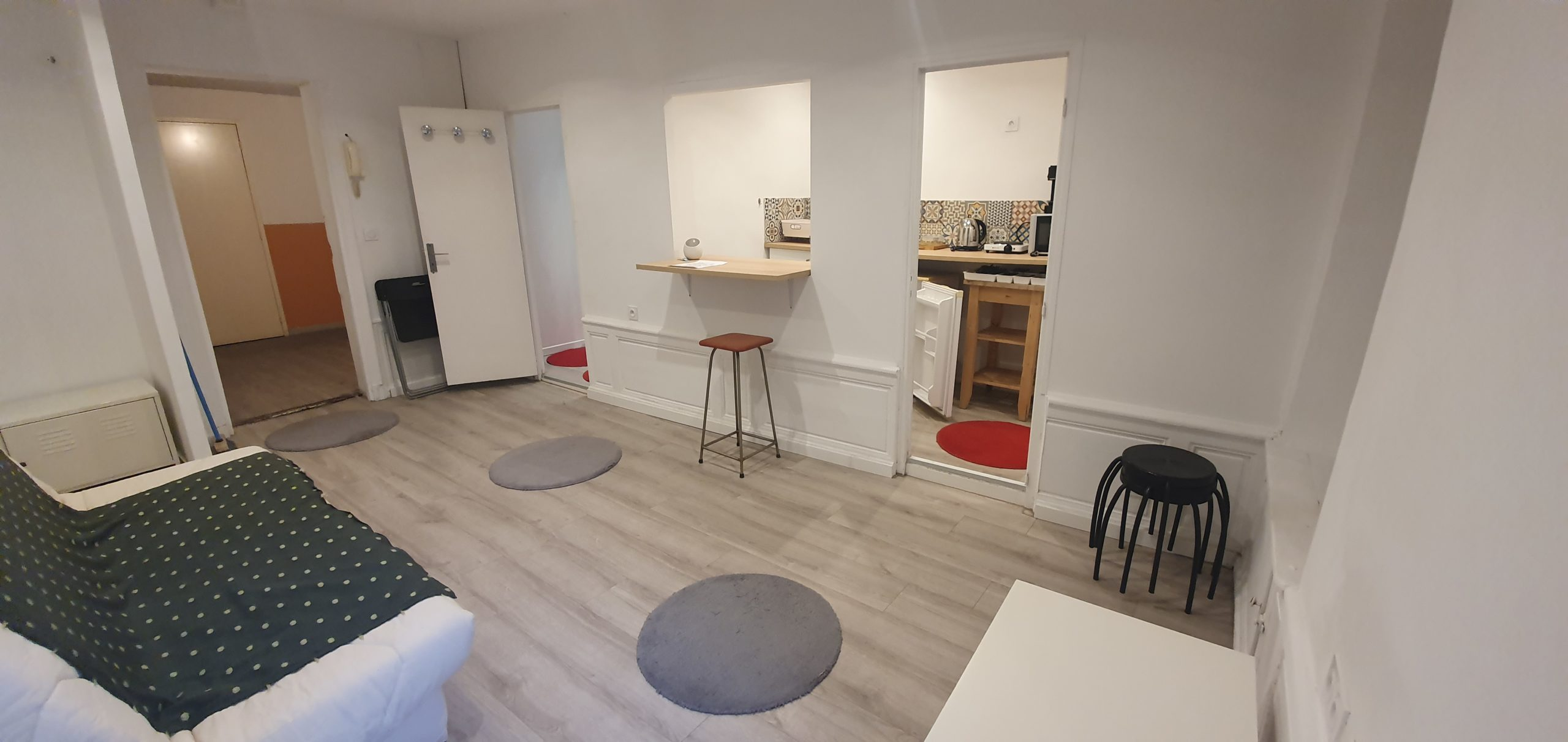 Marseille rue Adolphe Thiers 1 er studio rénové à neuf avec la jouissance en partage e la cour intérieure