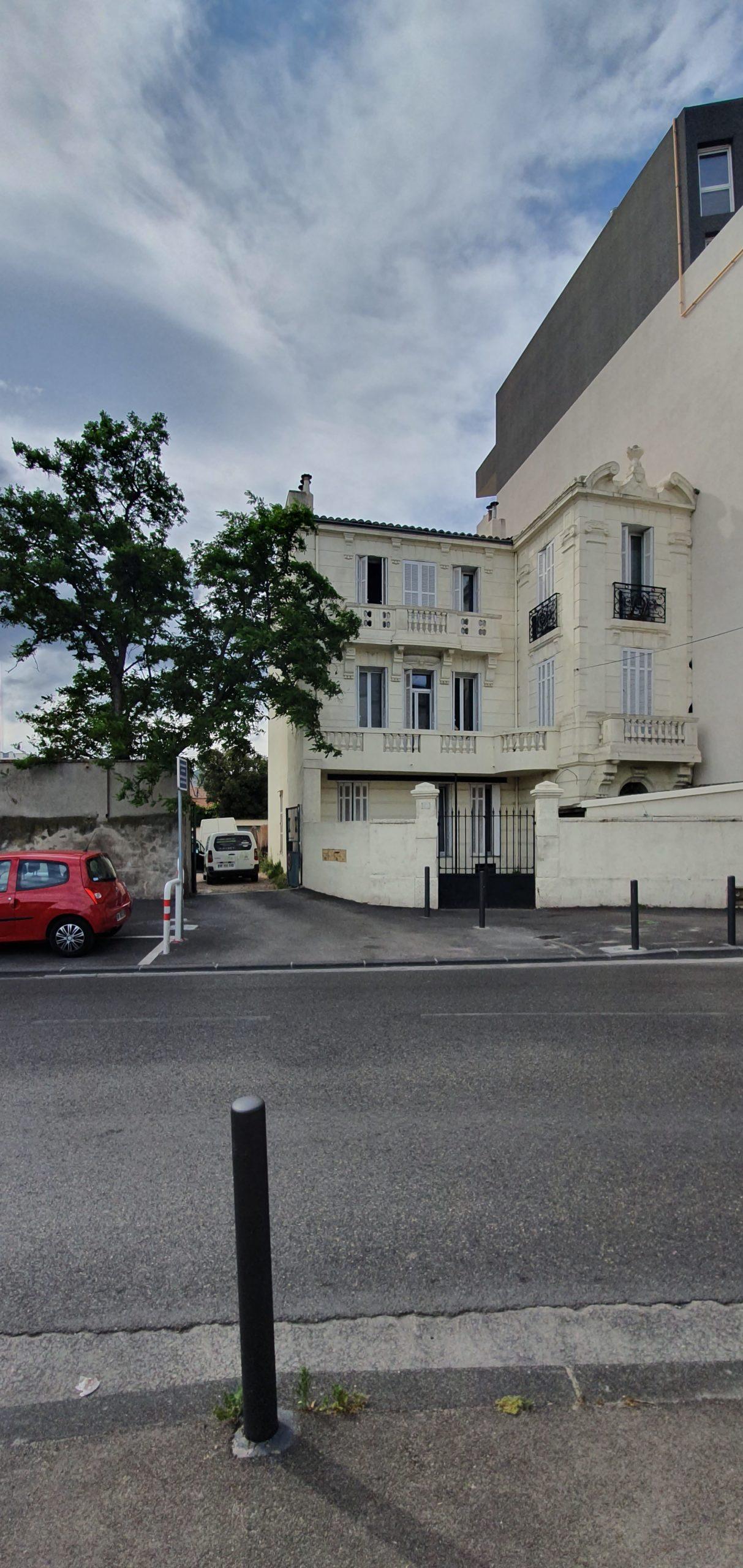 Marseille 10 em immeuble bourgeois de rapport 4 appartements 15 garages