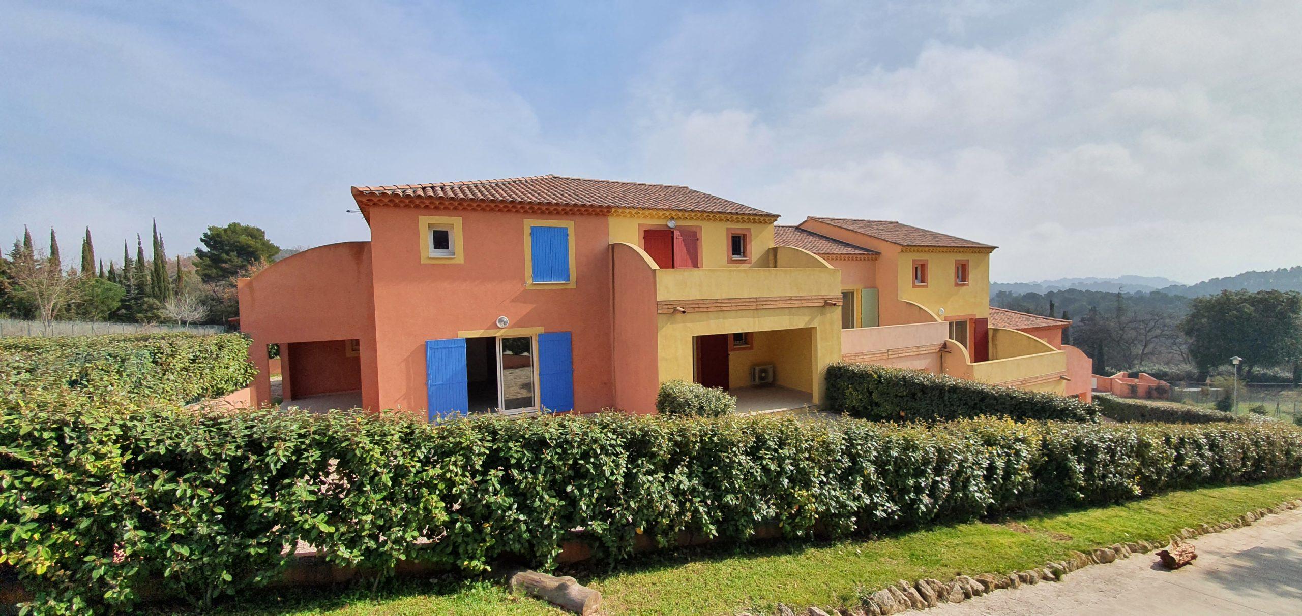 Roussillon 84 220 Dans une résidence avec piscine Superbe appartement T2 Avec terrasse, jardin, 2 parkings privés