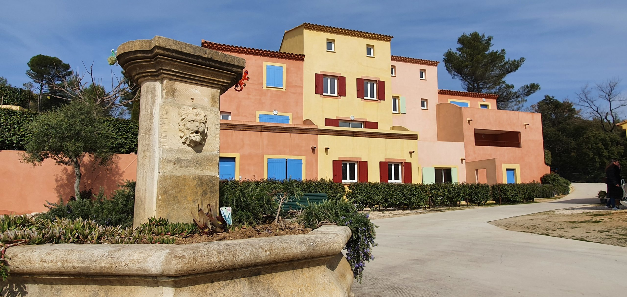 Roussillon 84 220 Superbe appartement T2 Avec terrasse, 2 parkings privés